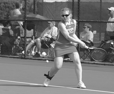 LOUISE ROBERTSON RETURNS a shot during last year's State Tournament. (PHOTO: NEWS-PRESS)